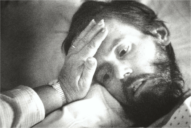 A hospital chaplain, Jane Ireland, comforts Hanson after he suffered seizure the day before his death. Doctors said he probably was unaware of his surroundings, but friend swore he could hear them. (Pioneer Press: Jean Pieri)