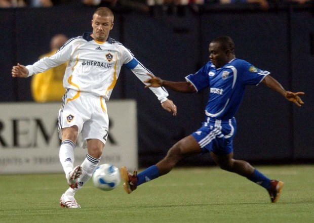 L.A. Galaxy's David Beckham, left, and Minnesota Thunder's Johnny Menyongar compete for control of the ball during the first half of a soccer match at the Metrodome in Minneapolis on Sunday, Nov. 11, 2007. (Pioneer Press: Brandi Jade Thomas)