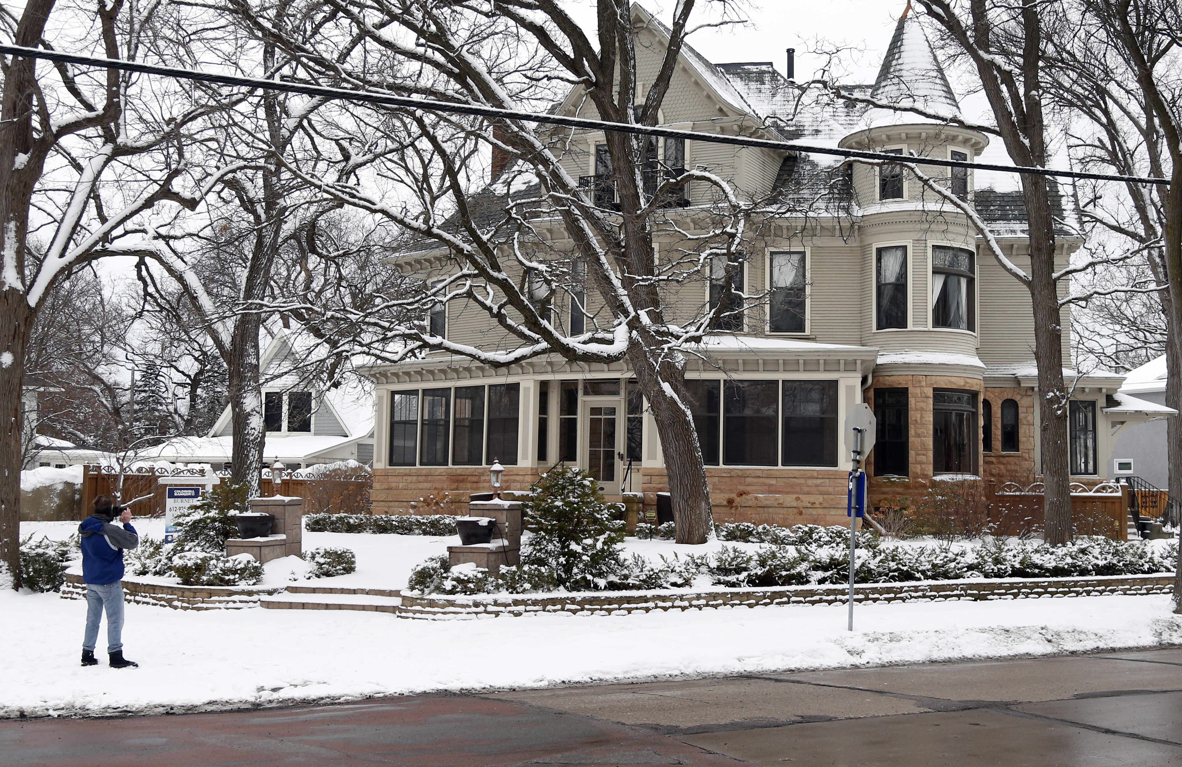 https www twincities com 2017 01 26 peer inside the mary tyler moore house which remains on sale for 1 695m