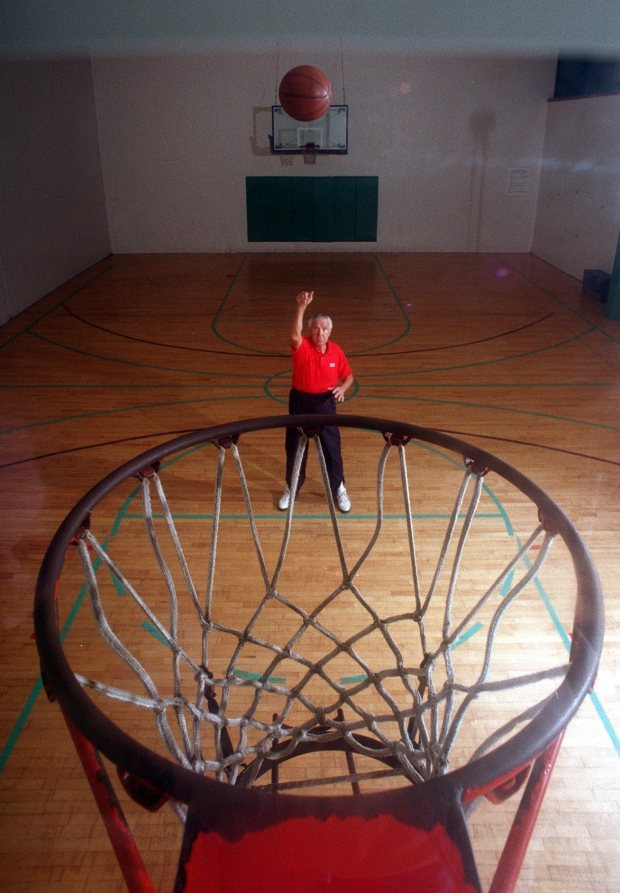 In this 1995 photo, Dr. Tom Amberry shoots free throw during his workout in Seal Beach, Calif. Amberry, who made history when he shot 2,750 consecutive free throws, has died. He was 94. Amberry died in Long Beach, Calif., on March 18, said his daughter, Roxanne Amberry. The retired podiatrist earned a spot in Guinness World Records and brief celebrity in 1993 after he lobbed in shot after shot for 12 hours. (Con Keyes/Los Angeles Times via AP)/Los Angeles Times via AP)