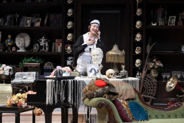 "Mo Perry as Della in ""The Royal Family"" at Guthrie Theater. (Heidi Bohnenkamp/Guthrie Theater)"