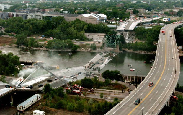 Emergency crews work at the scene after the Interstate 35W bridge over the Mississippi River in Minneapolis collapsed during evening rush hour on Wednesday, Aug. 1, 2007. (Scott Takushi / Pioneer Press)