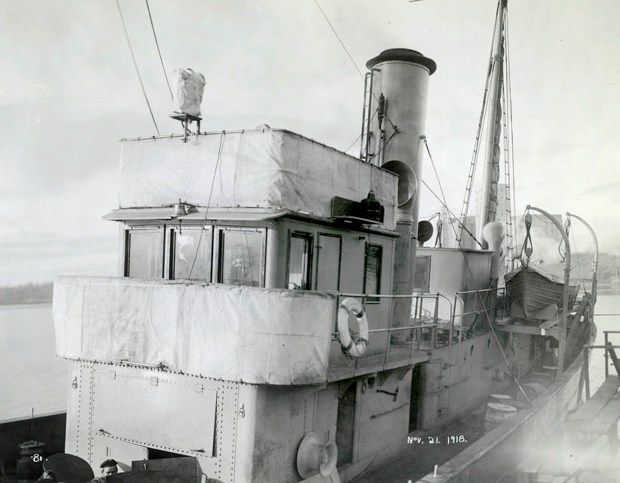 A French minesweeper -- possibly the Cerisoles, Inkerman or Sebastopol -- is seen at Fort William, Ontario, on Nov. 21, 1918, two days before those three ships left for Europe. (City of Thunder Bay Archives Accession #1991-1-360-81)