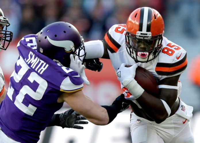 Cleveland Browns tight end David Njoku (85) holds off Minnesota Vikings safety Harrison Smith (22) during the first half of an NFL football game at Twickenham Stadium in London, Sunday Oct. 29, 2017. (AP Photo/Tim Ireland)