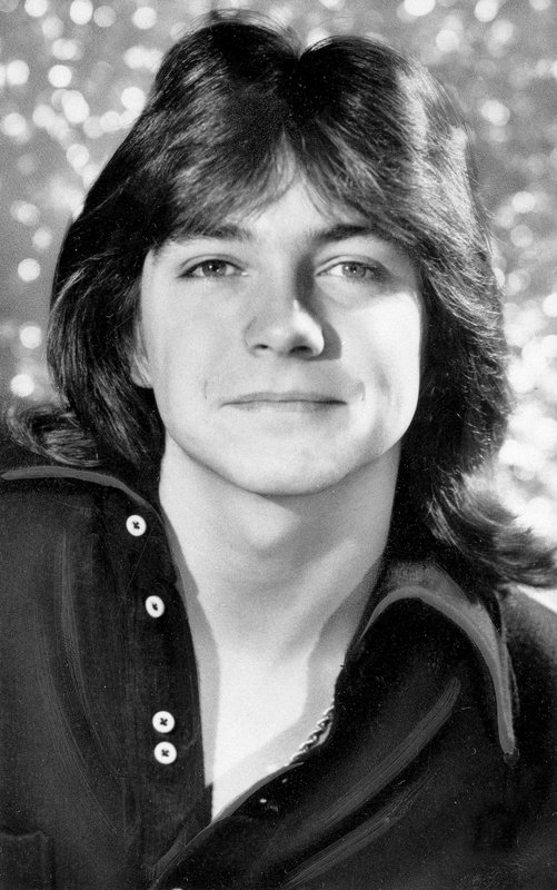 """FILE - This April 1972 file photo shows singer and teen idol David Cassidy. Former teen idol Cassidy of """"The Partridge Family"""" fame has died at age 67, publicist said Tuesday, Nov. 21, 2017. (AP Photo, File)"""