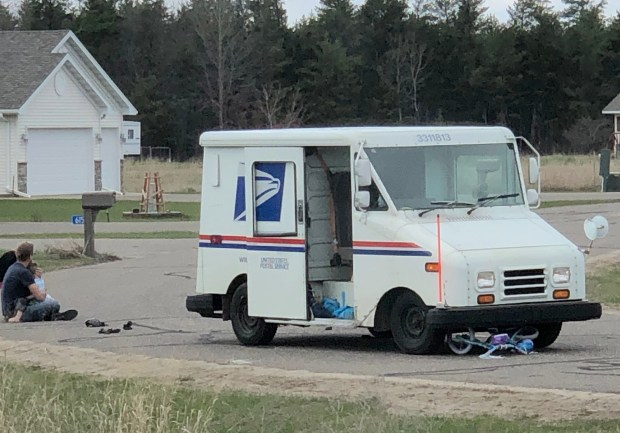 Mail truck runs over head of Minnesota 4-year-old  He escapes