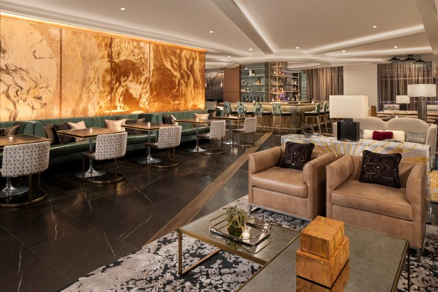 Whiskey and Soda cocktail lounge featuring beverages and contemporary fare in the Rand Tower Hotel. (Courtesy Wagstaff Chicago)