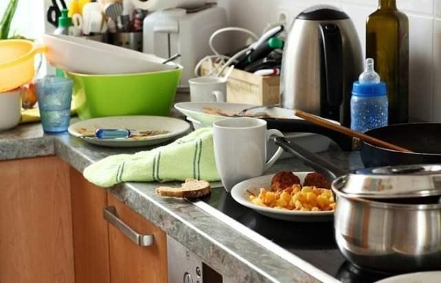 messy dirty kitchen
