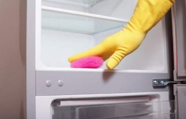 cleaning refridgerator