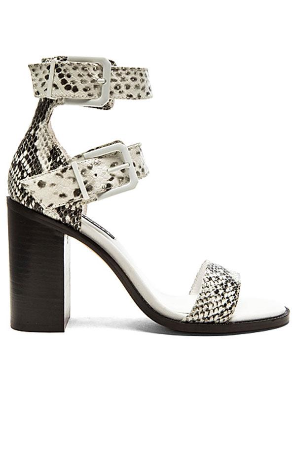 monochrome-fashion-Revolve-Clothing-Senso-vanessa-I-sandal