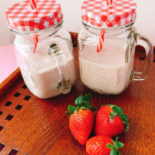 Healthy Strawberry Oatmeal Breakfast Smoothie | Fresh Strawberry Breakfast Smoothie Recipe | Healthy Breakfast Smoothie Recipe
