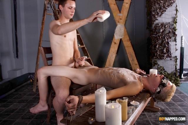 Aiden Jason gets waxed by Luca Finn (BoyNapped)