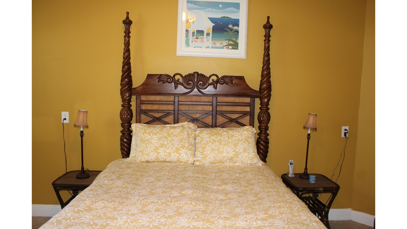 Gold Room- King Bed- Ground Floor- Window Air Conditioner Unit