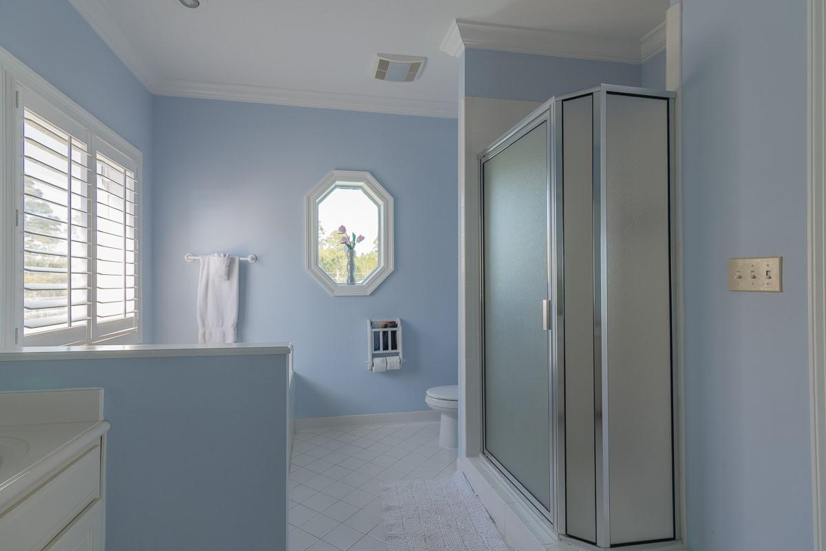 Spacious and Luxurious Master Bathroom