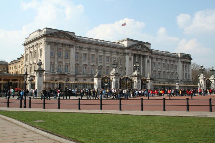 Buckingham_Palace_2007_2-1