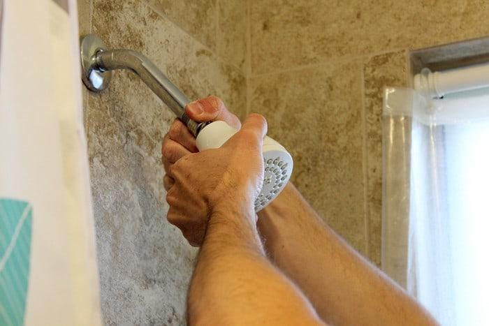 Instal Shower Head