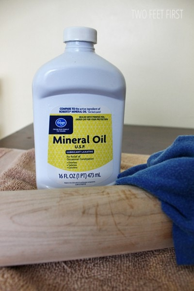 Mineral-oil-to-make-rolling