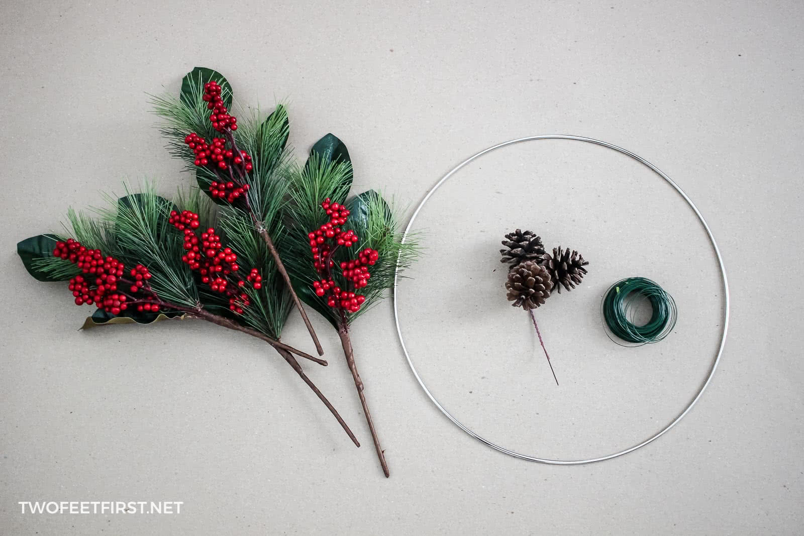 make a homemade Christmas wreath