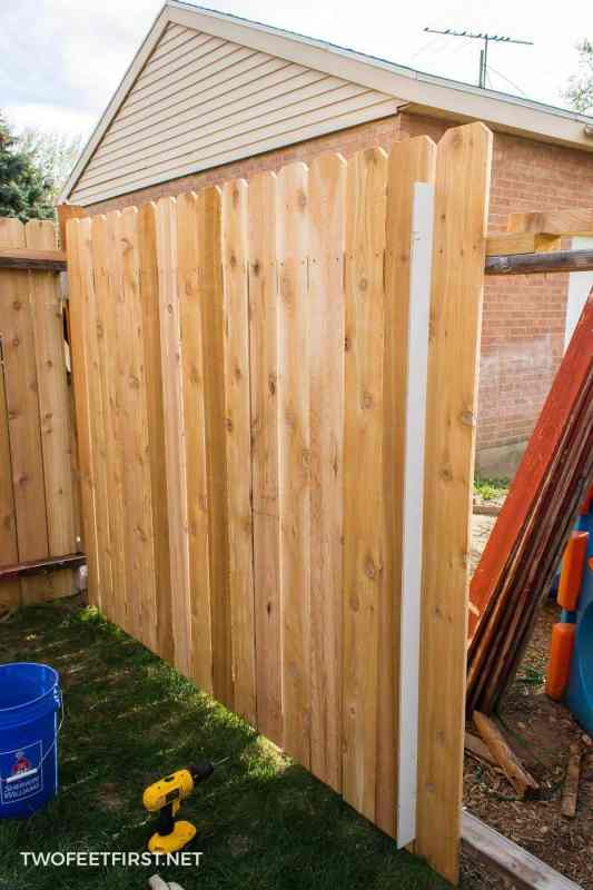 spacing for cedar pickets on fence