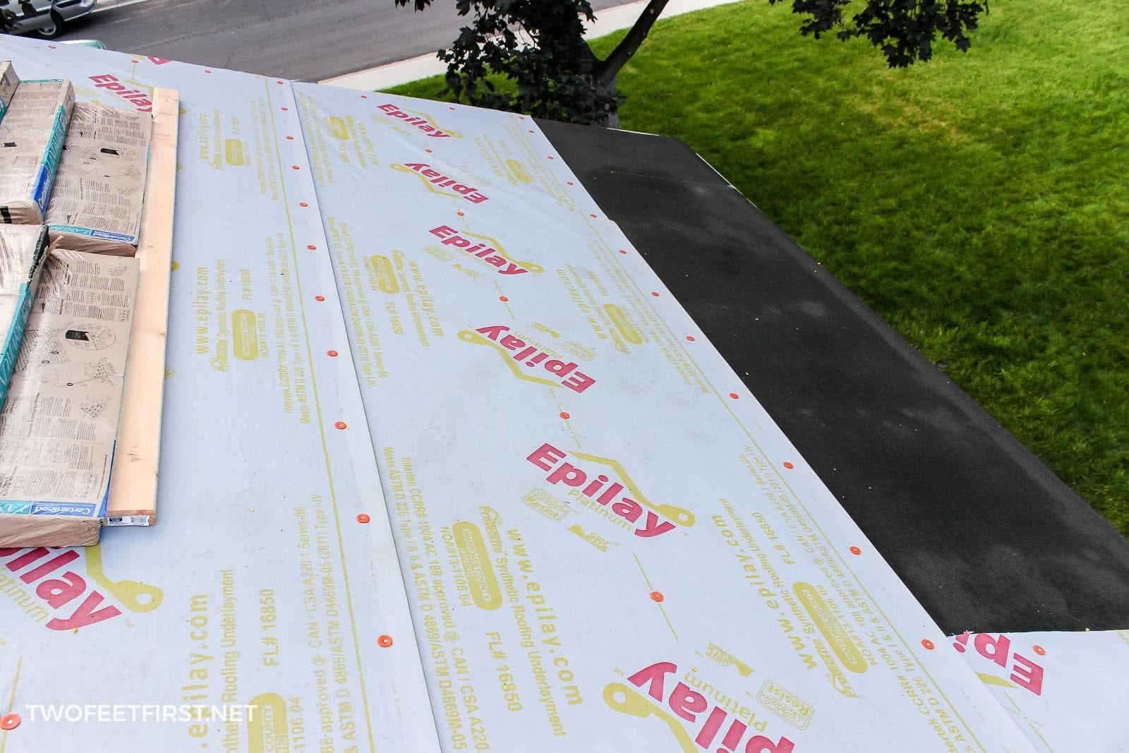 adding waterproof paper on roof