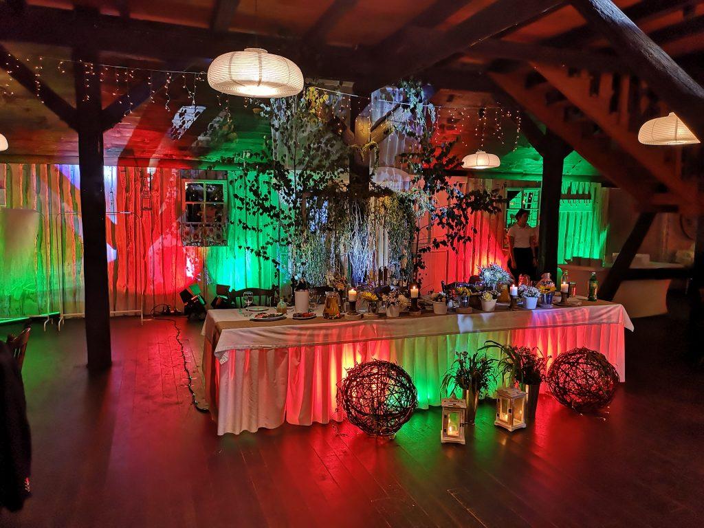 dekoracja sali światłem
