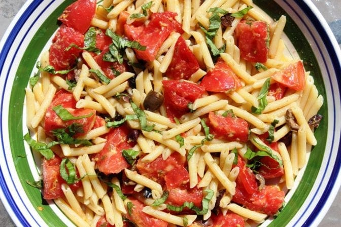 Fresh tomato lemon olive pasta