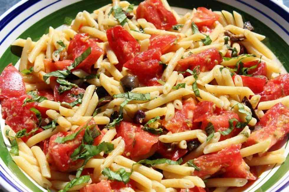 Fresh tomato lemon olive pasta