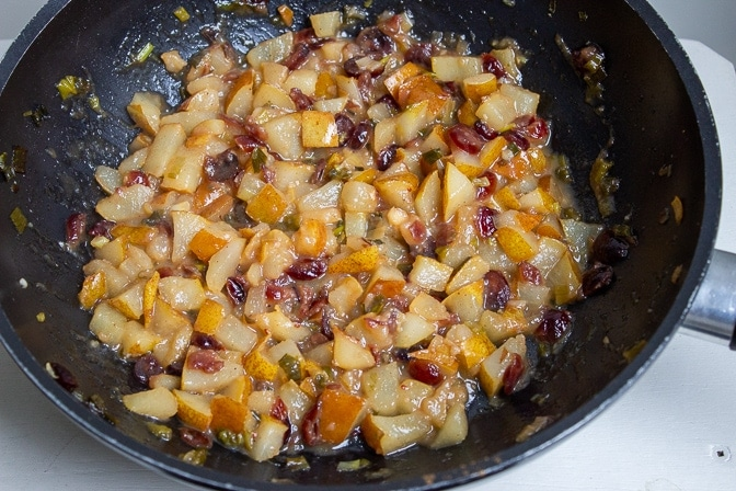 Pear chutney with pears, lemon, honey, raisins, cinnamon, onion