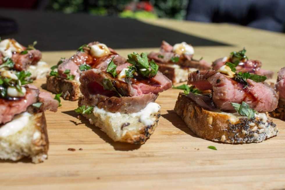 Sous Vide Beef Crostini with Horseradish Aioli