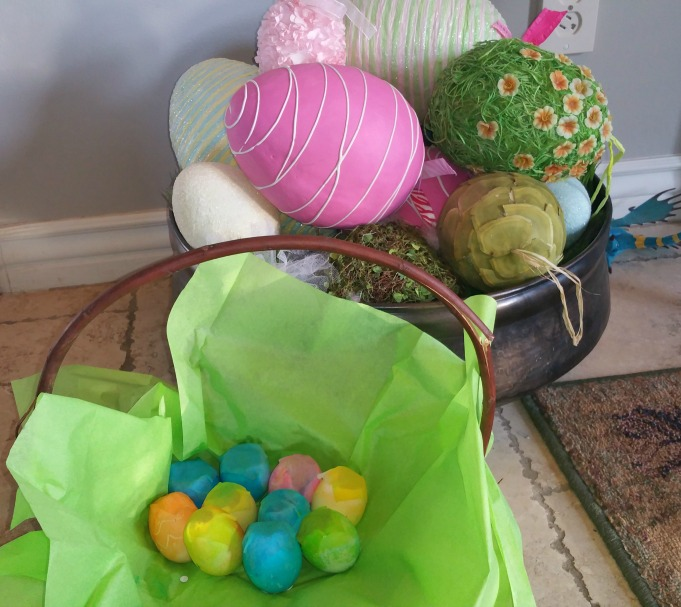 Easter basket with confetti eggs