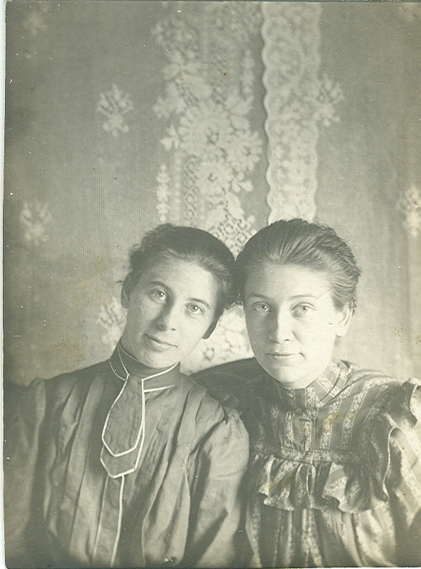 Nellie Casey and her sister June | Two Old Beans Online Vintage Clothing