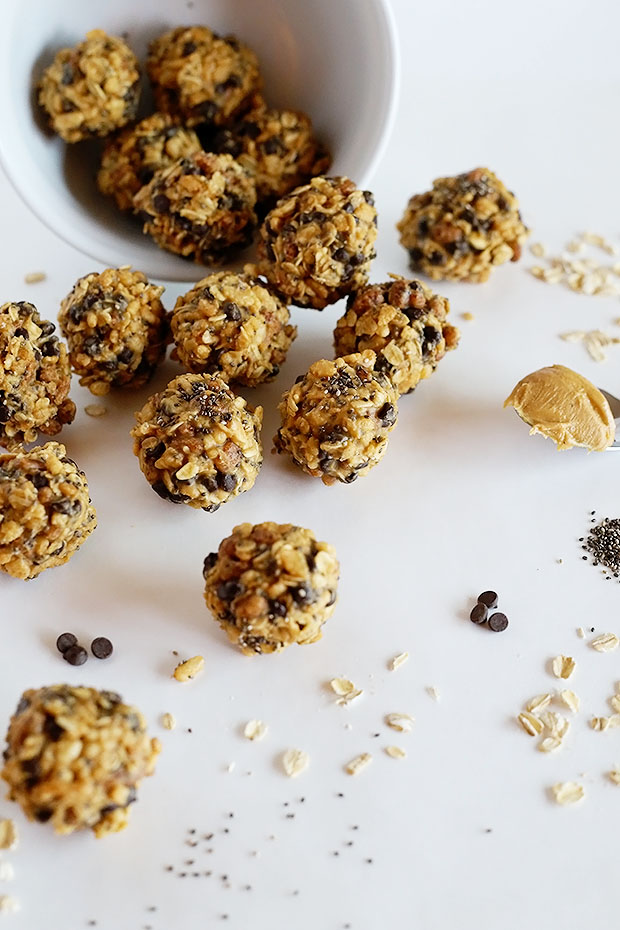 These Healthy East Energy Balls from TwoRaspberries.com are vegan and gluten free! Made with super healthy ingredients and quick and easy to make. Great for when hungry strikes and you need a quick pick me up!
