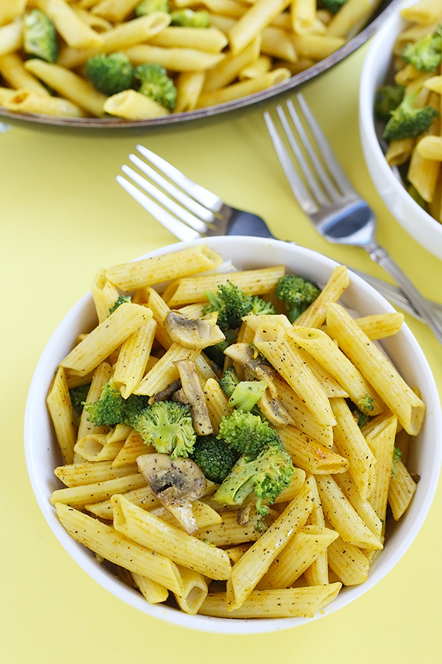 Curry Mushroom Broccoli Pasta is SUPER quick and easy to make plus really flavorful! It is vegan and gluten free plus it only takes about 30 minutes to make! / TwoRaspberries.com