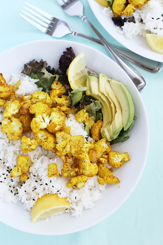 Curry Roasted Cauliflower over Rice is a warm and comforting meal. It is healthy and perfect for lunch or dinner. Vegan and Gluten Free. / TwoRaspberries.com