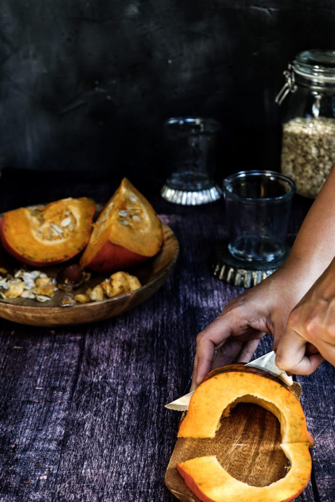 A pumpkin gets sliced / Pumpkin spice syrup / Pumpkin recipes