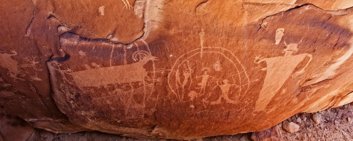 Vue sur quelques pétroglyphes de Coal Canyon, près de Green River, dans l'Utah.