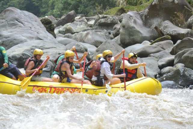 Action shot during Rios Tropicales rafting trip