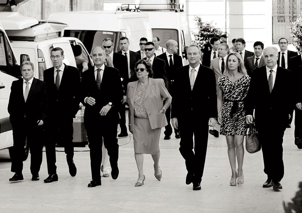 De izquierda a derecha: Alfonso Rus, Antonio Clemente, Francisco Camps, Rita Barberá, Alberto Fabra, Sonia Castedo y Rafael Blasco en la toma de posesión de Fabra como presidente de la Generalitat Valenciana, el 26 de julio de 2011.