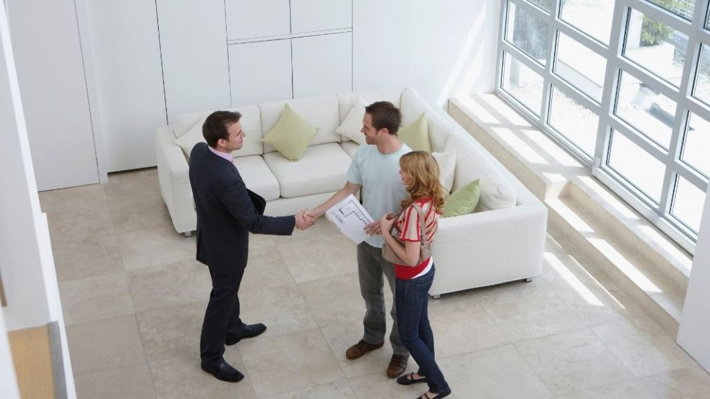 investor shaking hands with tenants