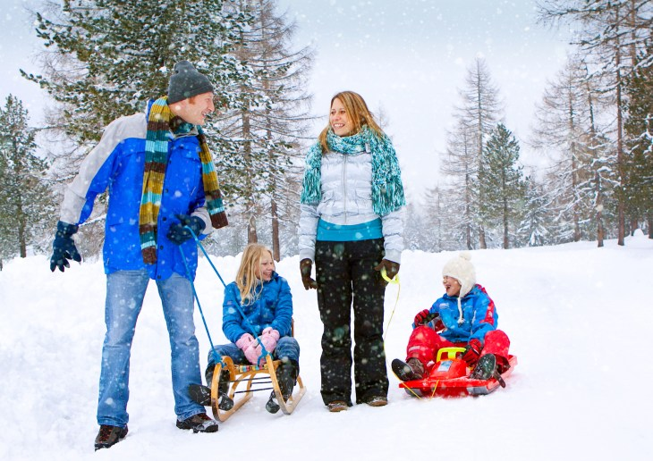 family-snow-fun 02