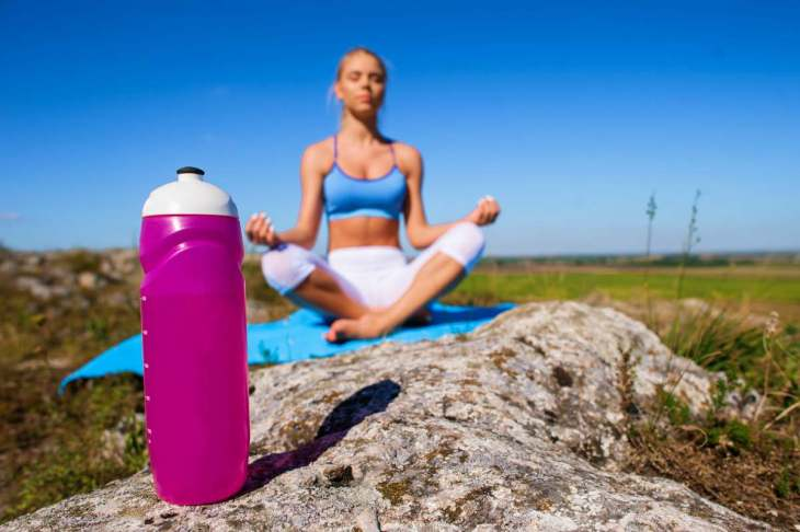 Sports yoga girl drinking water bottle | Best Quick Workouts For Busy People Who Don't Have Much Time