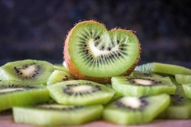 Slice of kiwi | High Alkaline Foods To Add To Your Diet
