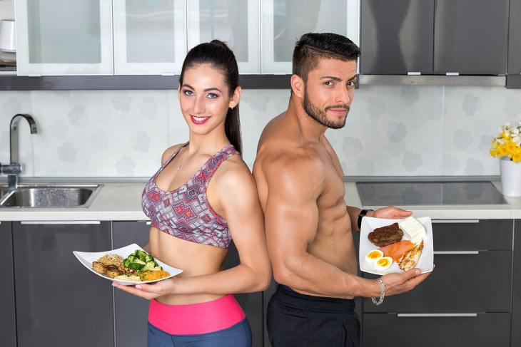 Couple showing meal plan | Alkaline vs Acidic: What's The Difference?