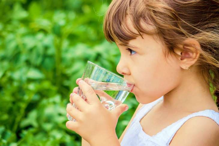child drinking water | Constipation In Children: Alkaline Foods To Relieve It | chronic constipation in children