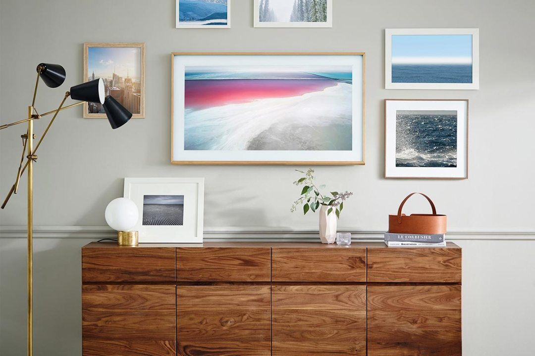 Samsung Digital Art & 4K TV with Remote + Mobile App, Blends into surroundings