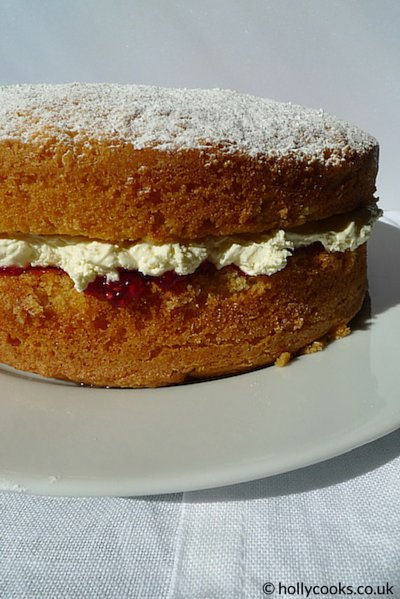 Holly_cooks_Victoria_sponge_cake_recipe_whole_cake