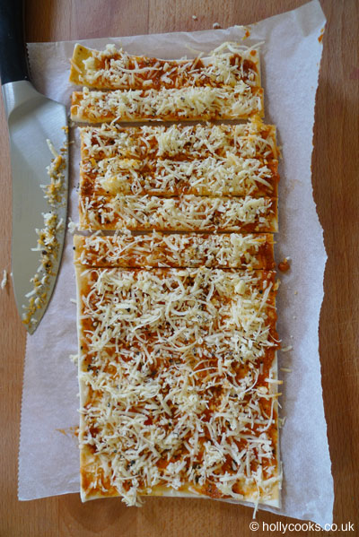Holly-cooks-Sun dried tomato straws-recipe-with-cheese