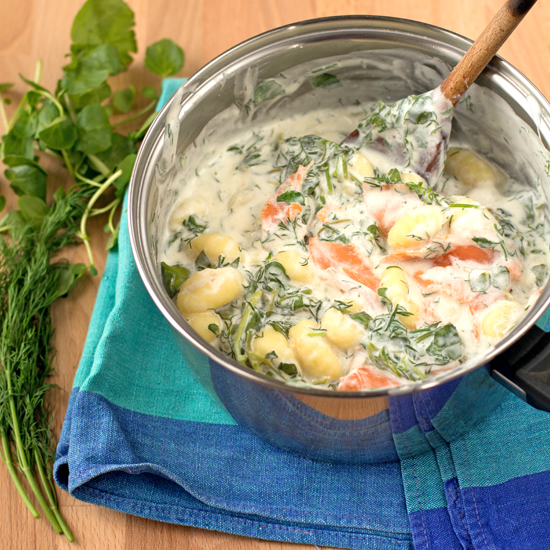 Holly-cooks-smoked-salmon-watercress-and-dill-gnocchi-finished-saucepan-550