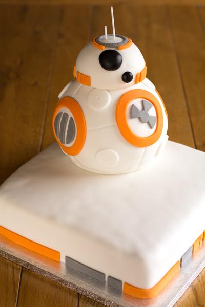 ICING-A-CAKE-WITH-FONDANT-ICING-Type 1 Kitchen BB8 Wedding Cake 400-LA