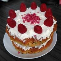 Jo-Yates-Mother's-Day-cake550